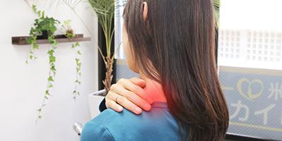 新宿の整体院で寝違え、ストレートネックの改善治療